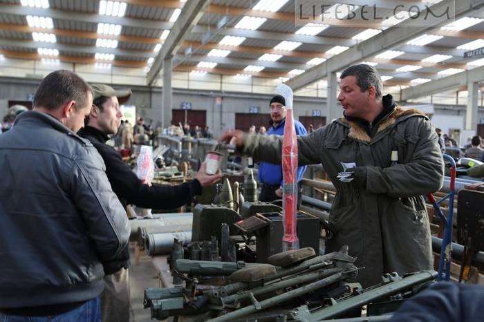 Оружейный рынок в Бельгии (Фото)