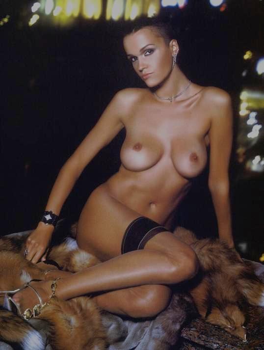 Знаменитая певица моется при камере. порно xxx, видео +18. Фото девочек, ф